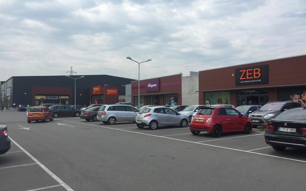Shopping center for rent in Lanaken